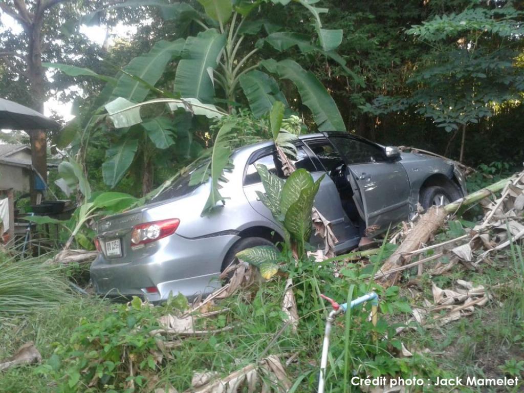 Accident dramatique sur la main road de Koh Samui :: par